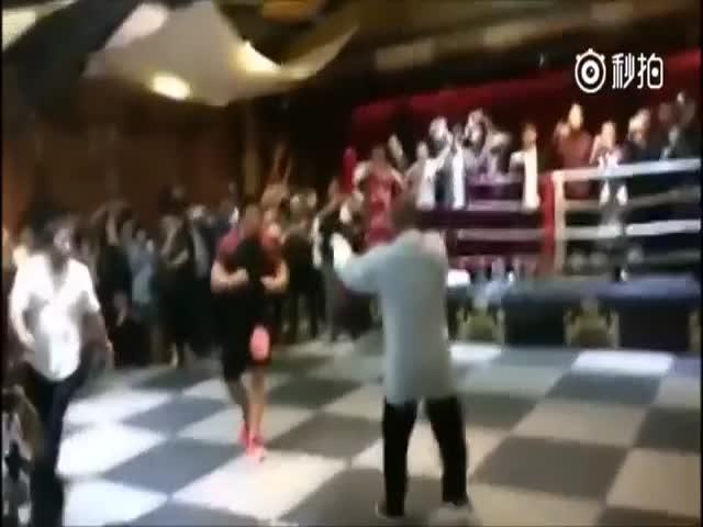 Боец ММА Сю Сяодон против мастера боевых искусств Лей Лея