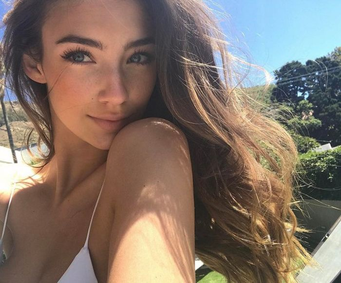 Красивые девушки (50 фото)