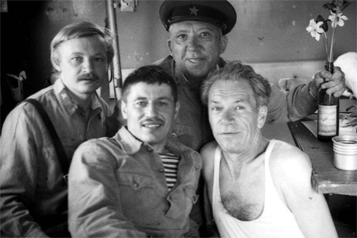 http://trinixy.ru/pics5/20170509/kino_vojna_03.jpg