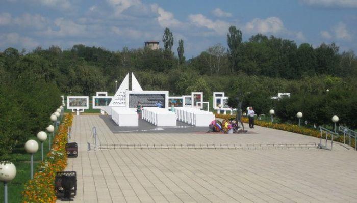 Памятник погибшим детям в белорусской деревне Красный Берег (5 фото)