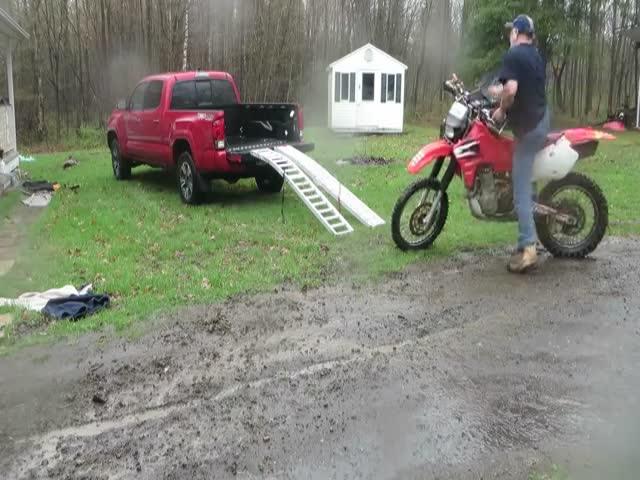 Погрузка мотоцикла на пикап