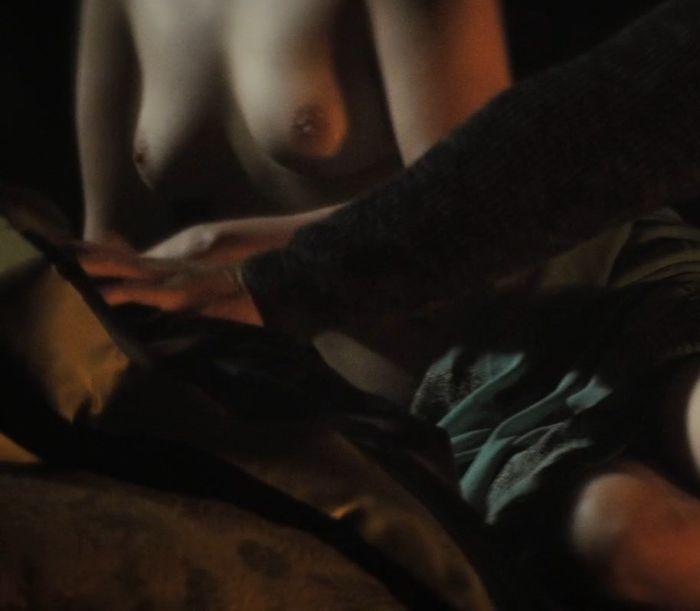 Эмилия Кларк, Дейенерис Таргариен из «Игры престолов», обнажилась в новом фильме «Голос из камня» (8 фото)