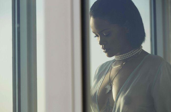 Обнаженная Рианна на съемках клипа Needed Me. НЮ (11 фото)