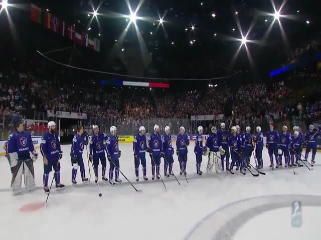 Французский хоккеист Пьер-Эдуар Бельмар отдал приз лучшего игрока матча вратарю Флориану Арди