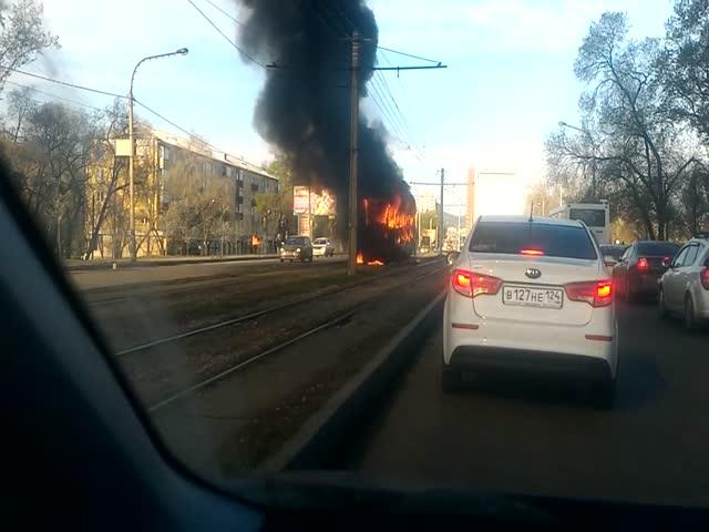 В Красноярске сгорел трамвай