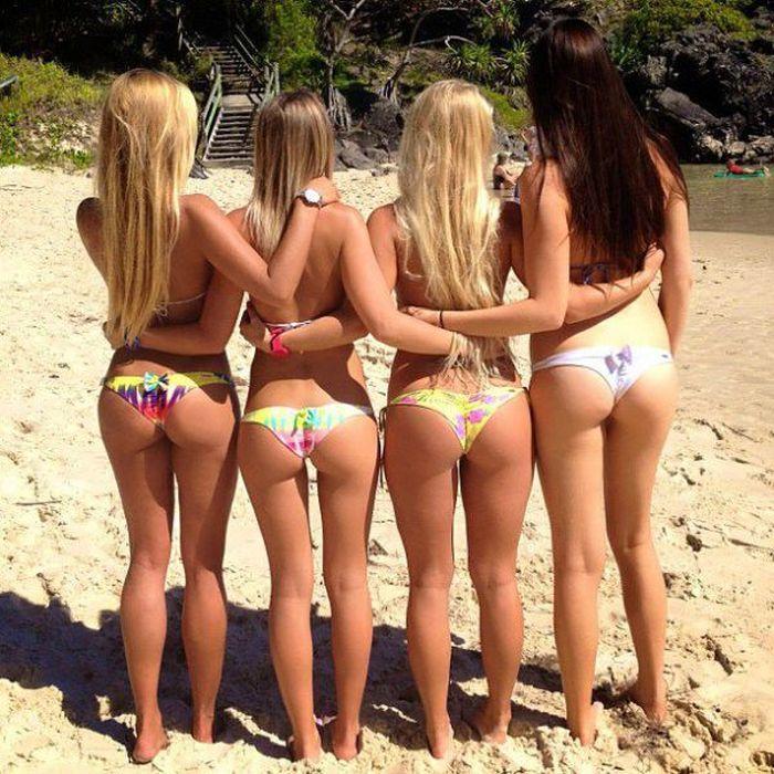 Стройные девушки в бикини (50 фото)
