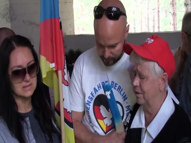 Немец просит прощения у женщины, пережившей войну