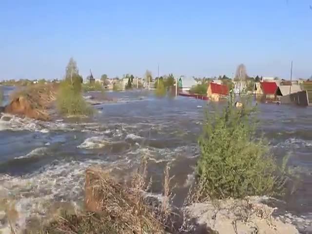В Тюменской области из-за размытой дамбы затопило город Ишим