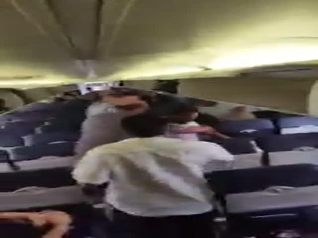 Драка из-за места на борту самолета