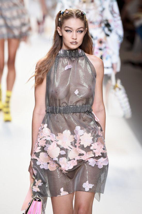 Джиджи Хадид в прозрачном платье на модном показе Fendi Fashion Show. НЮ (9 фото)