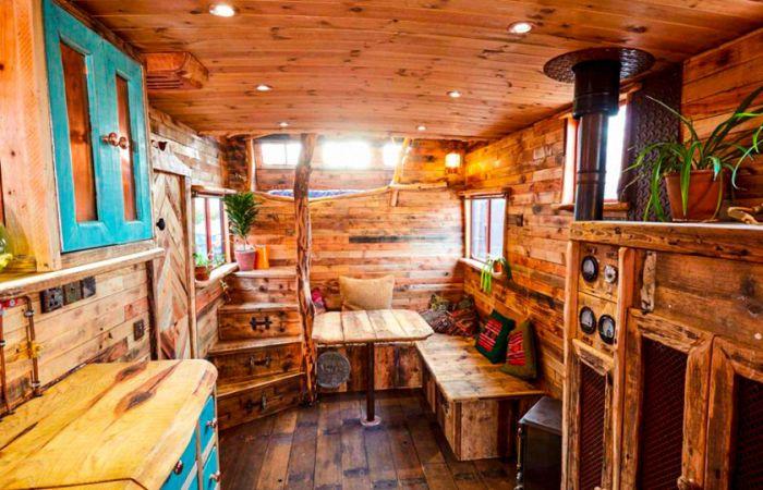 Дома на колесах на базе списанных фургонов (16 фото)