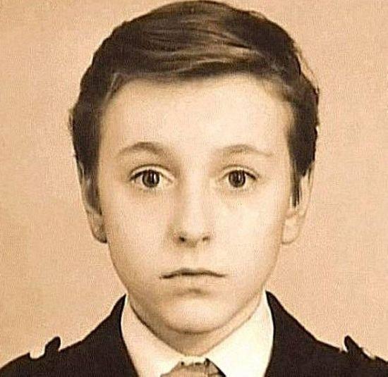Кто изображен на этом детском фото? (2 фото)