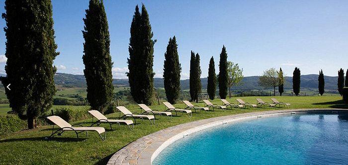 Борго Финочетто - итальянская деревня, где отдыхают Барак и Мишель Обама (12 фото)