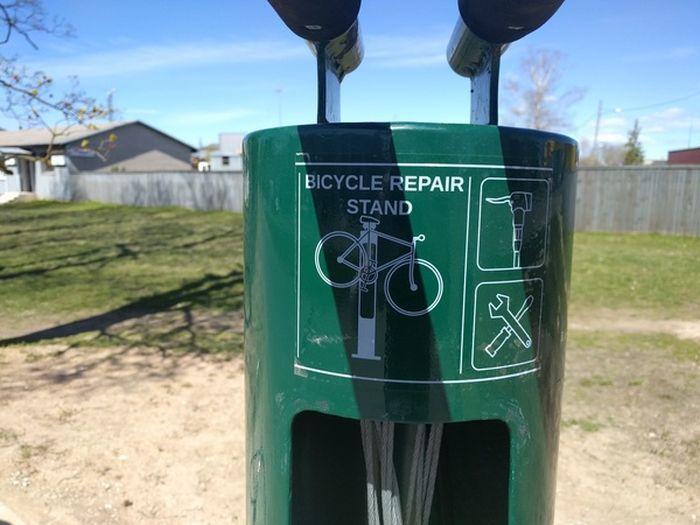 Велосипедная станция техобслуживания (4 фото)