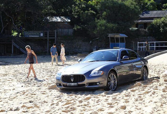 В Сиднее водитель Maserati выехал на пляж, чтобы поиграть там в гольф (7 фото)