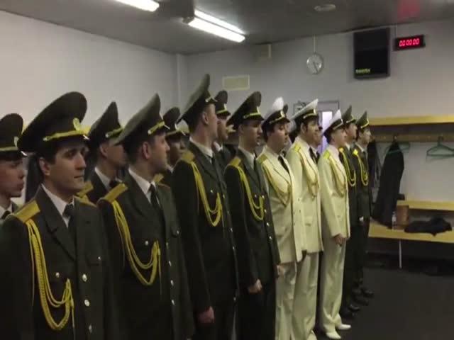 Хор российской армии поет отрывок из песни Басты «Девочка моя»