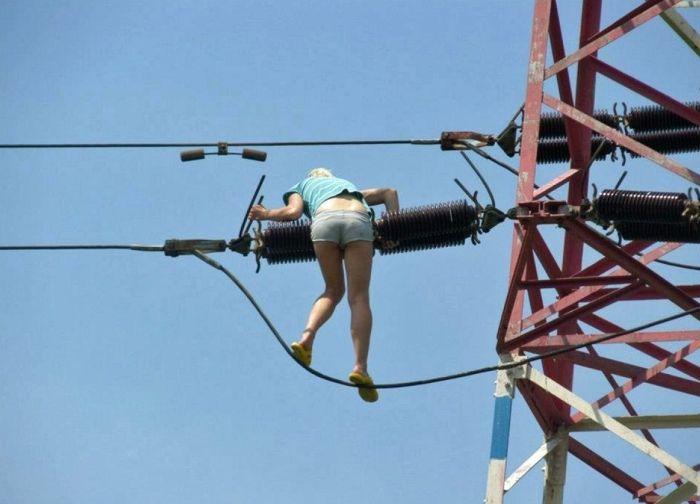 Женщинам тоже свойственны глупые и опасные вещи (15 фото)