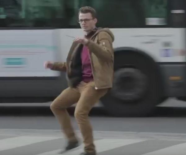 Французским пешеходам, нарушающим ПДД, преподали хороший урок