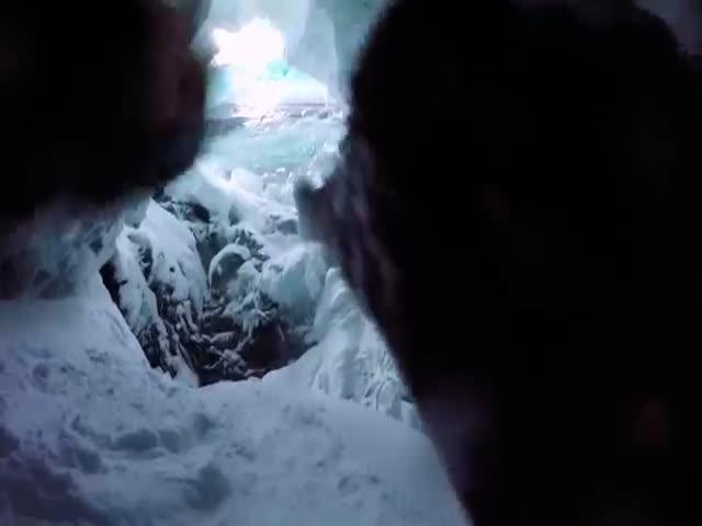 Лыжник упал в 20-метровую расщелину