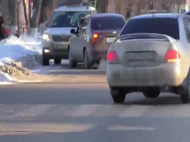Автоледи, нарушившая ПДД, спровоцировала образование пробки