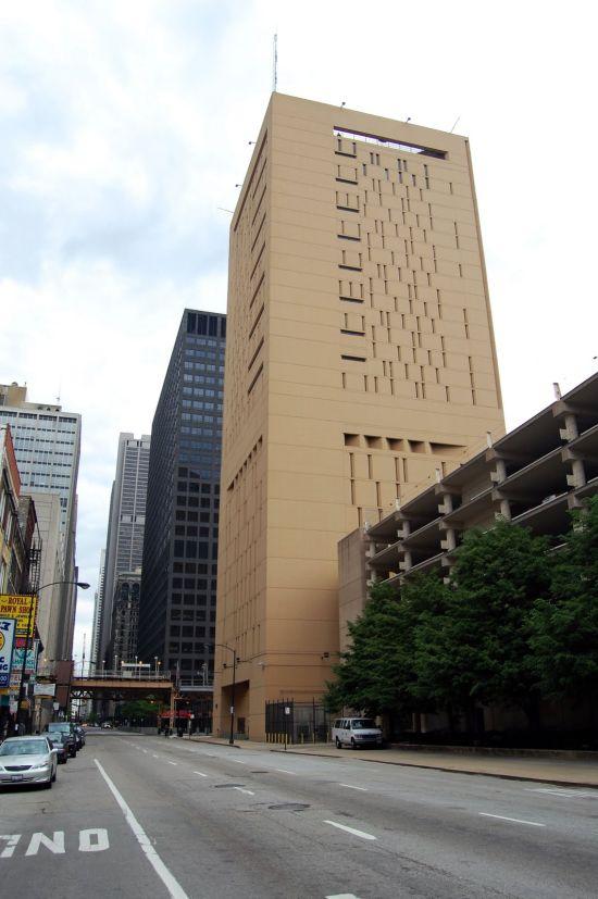 27-этажная тюрьма-небоскреб в Чикаго (13 фото)