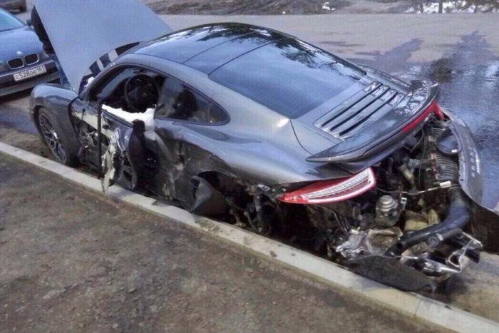 Работник сервиса разбил спортивный Porsche клиента (фото + видео)