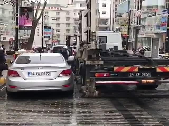 Необычная модель грузовика для эвакуации автомобилей
