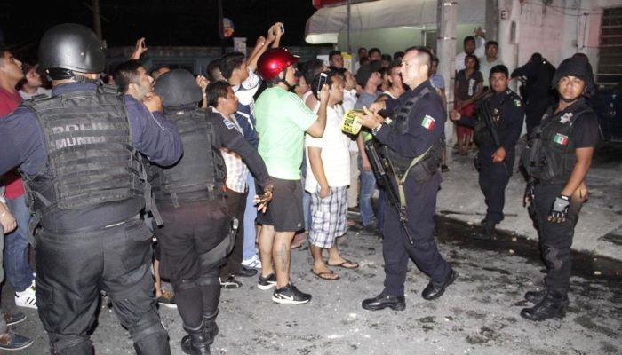 В Мексике разъяренная толпа пыталась линчевать неадекватного блогера-расиста Алексея Макеева (3 фото + 2 видео)