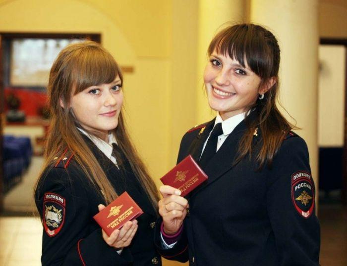 Симпатичные девушки на страже порядка (24 фото)