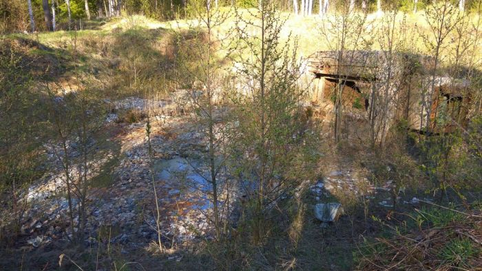 Миллиард советских рублей захороненны в заброшенной ракетной шахте (11 фото)