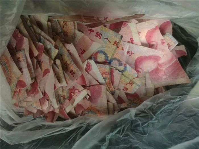 Мальчик превратил 50 000 юаней в пазл (3 фото)