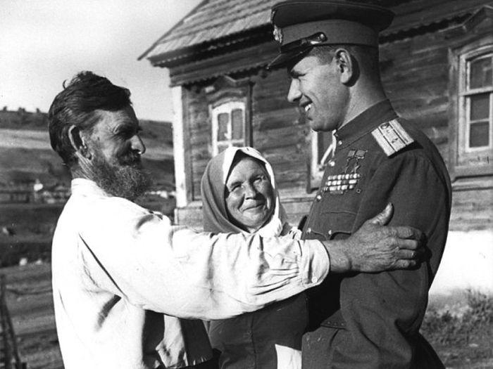 Бойцы Красной армии возвращаются домой (15 фото)