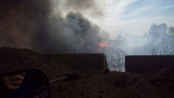В Красноярском крае горят десятки жилых домов (13 фото + видео)