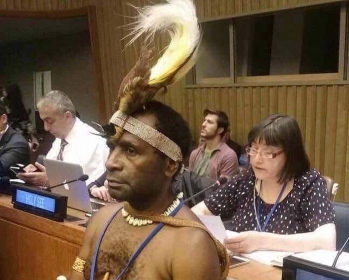 В Нью-Йорке на заседание ООН пришел папуас в национальном костюме (фото)