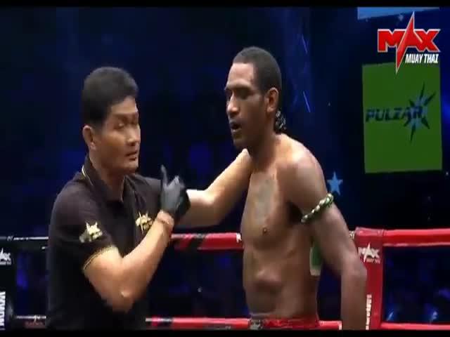 Двойной нокаут в поединке по тайскому боксу между Дорианом Прайсом и Джонатаном Леко