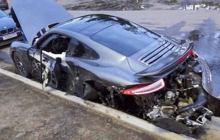 Владельцу разбитого спорткара Porsche 911 отказали в замене авто (3 фото)