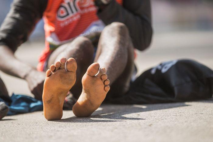 Кениец Ибрагим Мукунга выиграл Тартуский полумарафон в носках (6 фото)
