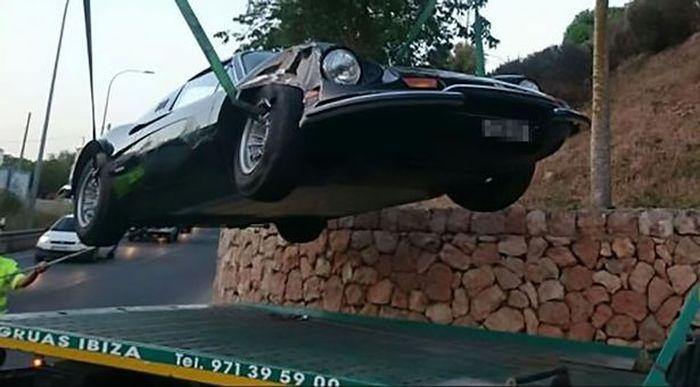 На Ибице девушка разбила Ferrari пыталась улететь с острова на самолете бойфренда (3 фото)