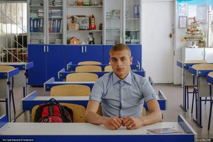 Алексей Деревянко - единственный выпускник своей школы (5 фото)