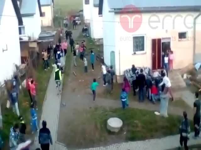 Словацкие полицейские избили цыган в цыганском районе