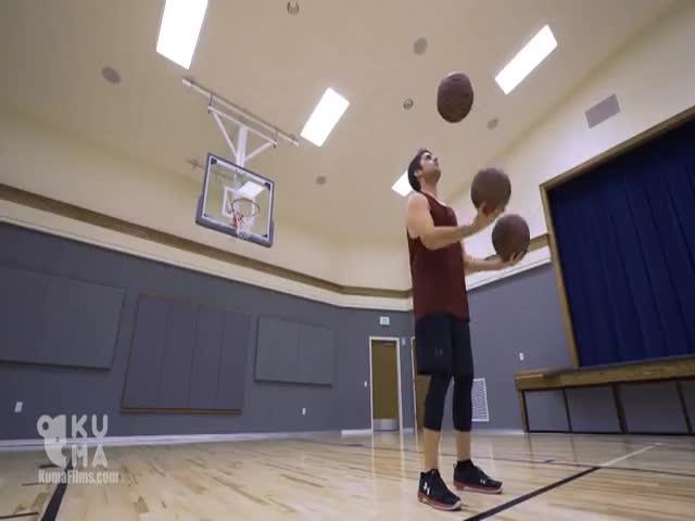 Трюки и жонглирование баскетбольными мячами
