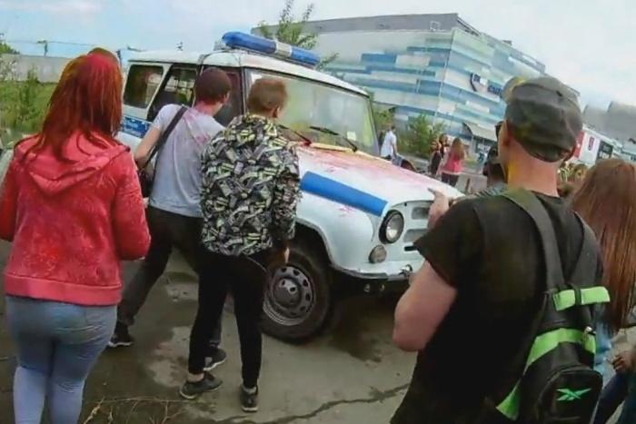 Подростки устроили массовые беспорядки на фестивале красок в Челябинске (3 фото + видео)