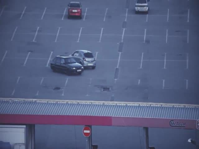 Дрифт на парковке завершился эпическим провалом
