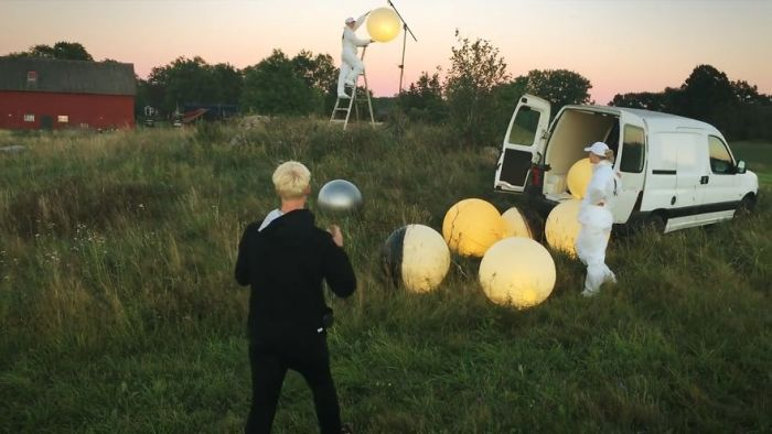 Фотограф Эрик Йоханссон раскрыл секрет своего шедевра Full Moon Service (6 фото + видео)