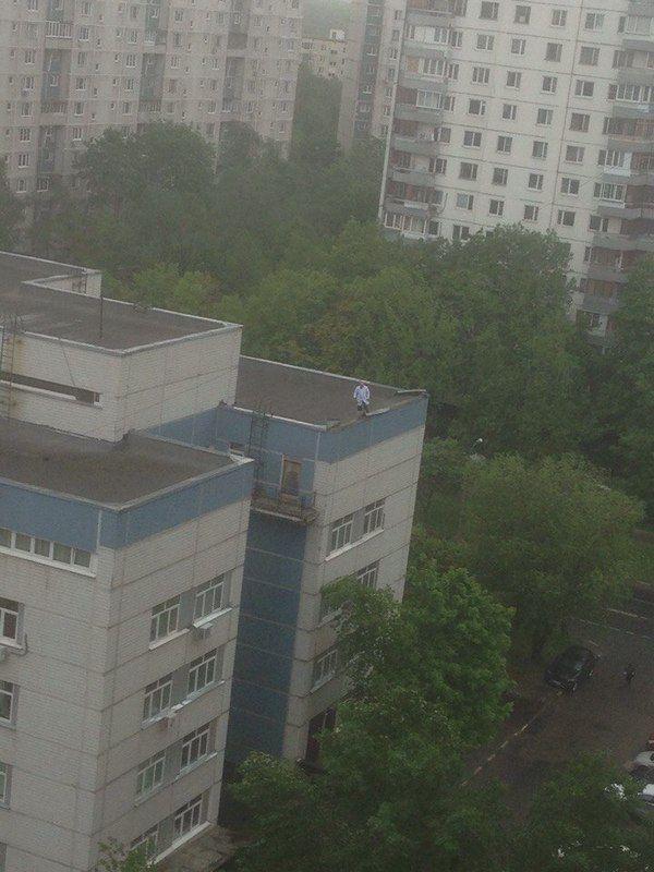 Героический поступок врача во время урагана в Москве (фото)