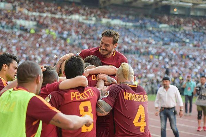 Прощальный матч итальянского футболиста Франческо Тотти (23 фото)