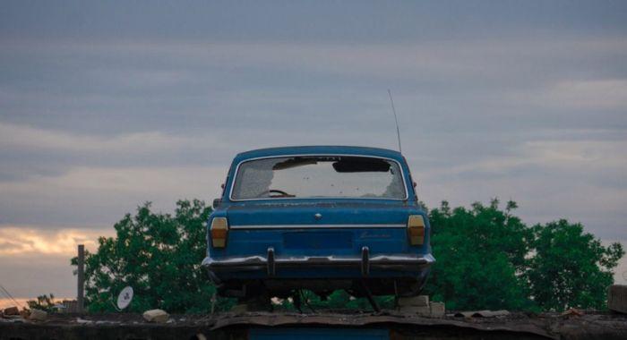Автомобили, оказавшиеся в самых необычных местах (27 фото)