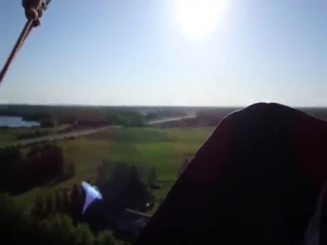 В Канаде воздушный шар врезался в деревья