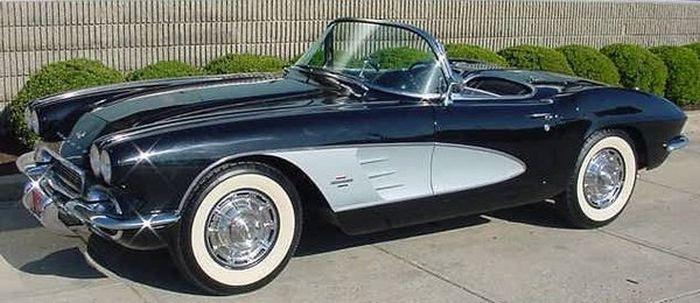 Простоявший 44 года в гараже Chevrolet Corvette С1 продают за 36 700 долларов (10 фото)