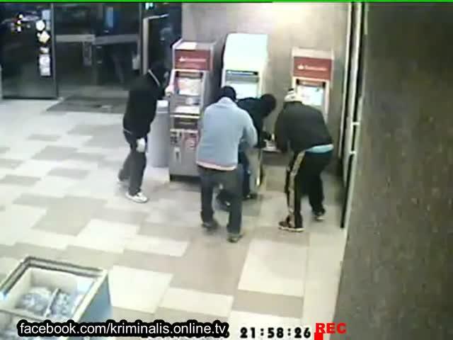 Дерзкое ограбление банкоматов